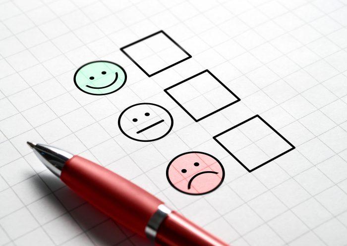 Penna e opzioni di soddisfazione del cliente su carta