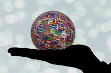 mano che sostiene il mondo